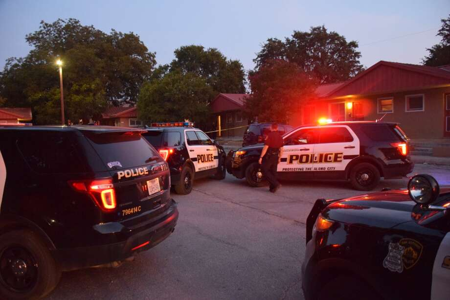 San Antonio police are investigating a shooting that apparently erupted over money at an apartment in the 400 block of Tulipan Walk Street on Thursday, July 26, 2018. Photo: Caleb Downs/San Antonio Express-News