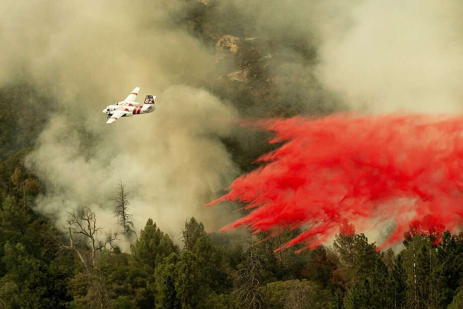 An air tanker drops retardant while fighting to stop the Ferguson Fire from reaching homes in the Darrah community of unincorporated Mariposa Count, Calif., Wednesday, July 25, 2018. (AP Photo/Noah Berger) Photo: Noah Berger / Associated Press