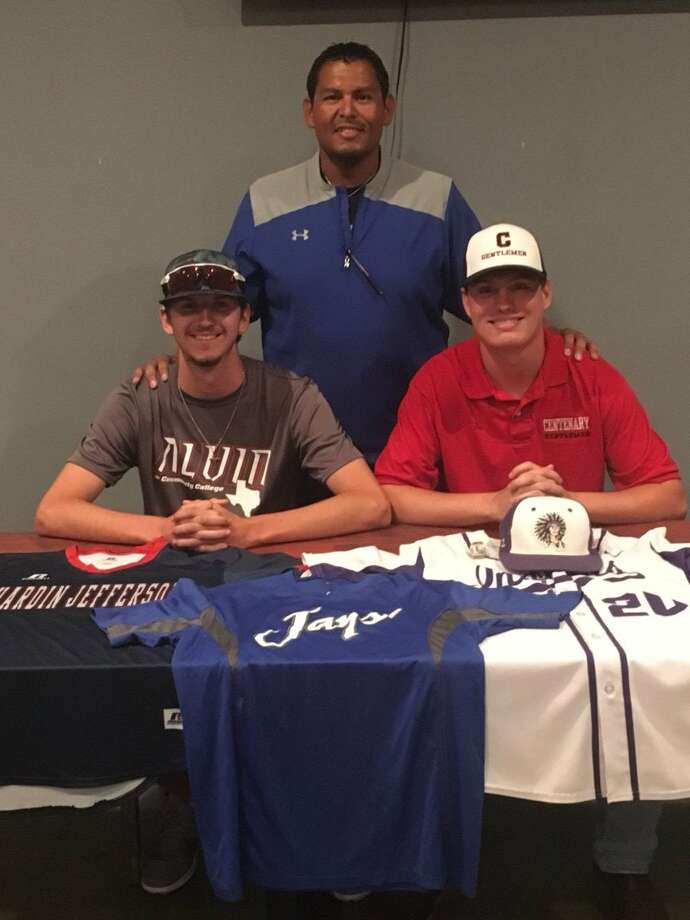 Garrett Neale (left) and Hunter Curtis (right) pose for a picture with SETX Blue Jays coach Jesse Riojas (middle) during a signing ceremony on Wednesday night. (SETX Blue Jays Twitter photo.) Photo: SETX Blue Jays