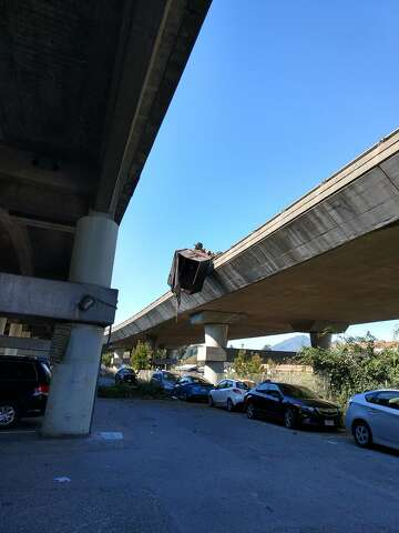 Truck hanging off Highway 101 causes traffic delays