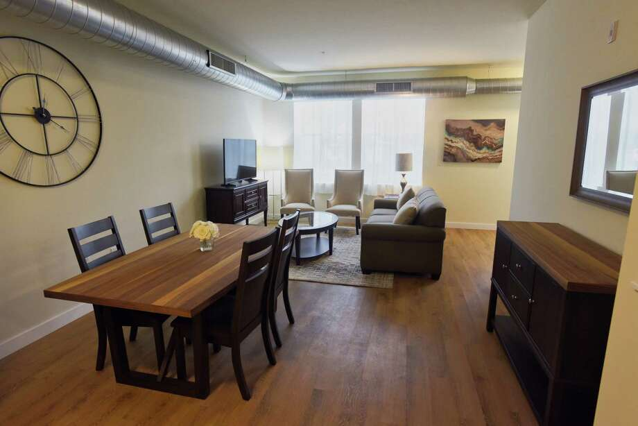 A View Of The Inside Of A One Bedroom Apartment At The Draper Lofts  Apartments On