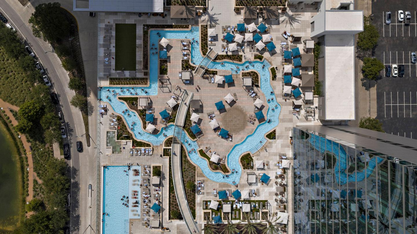 Marriott Marquis Houston S Texas Shaped Swimming Pool Earns National Accolade