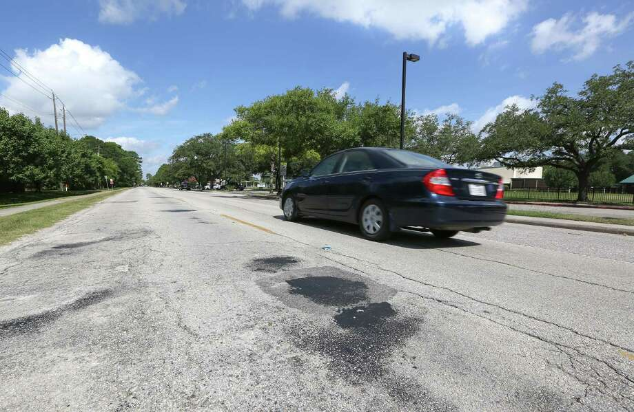 Roads: Condition of the roads and lack of great public transportation options. Reddit User: da312inthe713  Photo: Steve Gonzales / Houston Chronicle / © 2016 Houston Chronicle