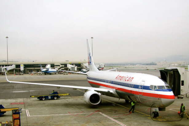 An American Airlines B737 loading up at SFO (Photo: Chris McGinnis)