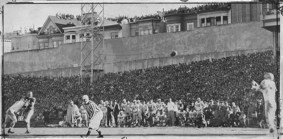 The Detroit Lions' Steve Junker catches a 36-yard pass to set up the winning touchdown against the 49ers at Kezar Stadium during the December 22, 1957, playoff game. It would go down as one of the worst Kezar losses, as the 49ers were up by 20 into the third quarter. Photo: Bob Campbell / The Chronicle 1957