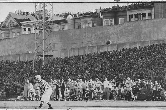 Detroit Lions' Steve Junker caught a 36-yard pass to set up the winning touchdown against the 49ers at Kezar Stadium during the 1957 playoff game.  Photo was taken: 12/22/1957.