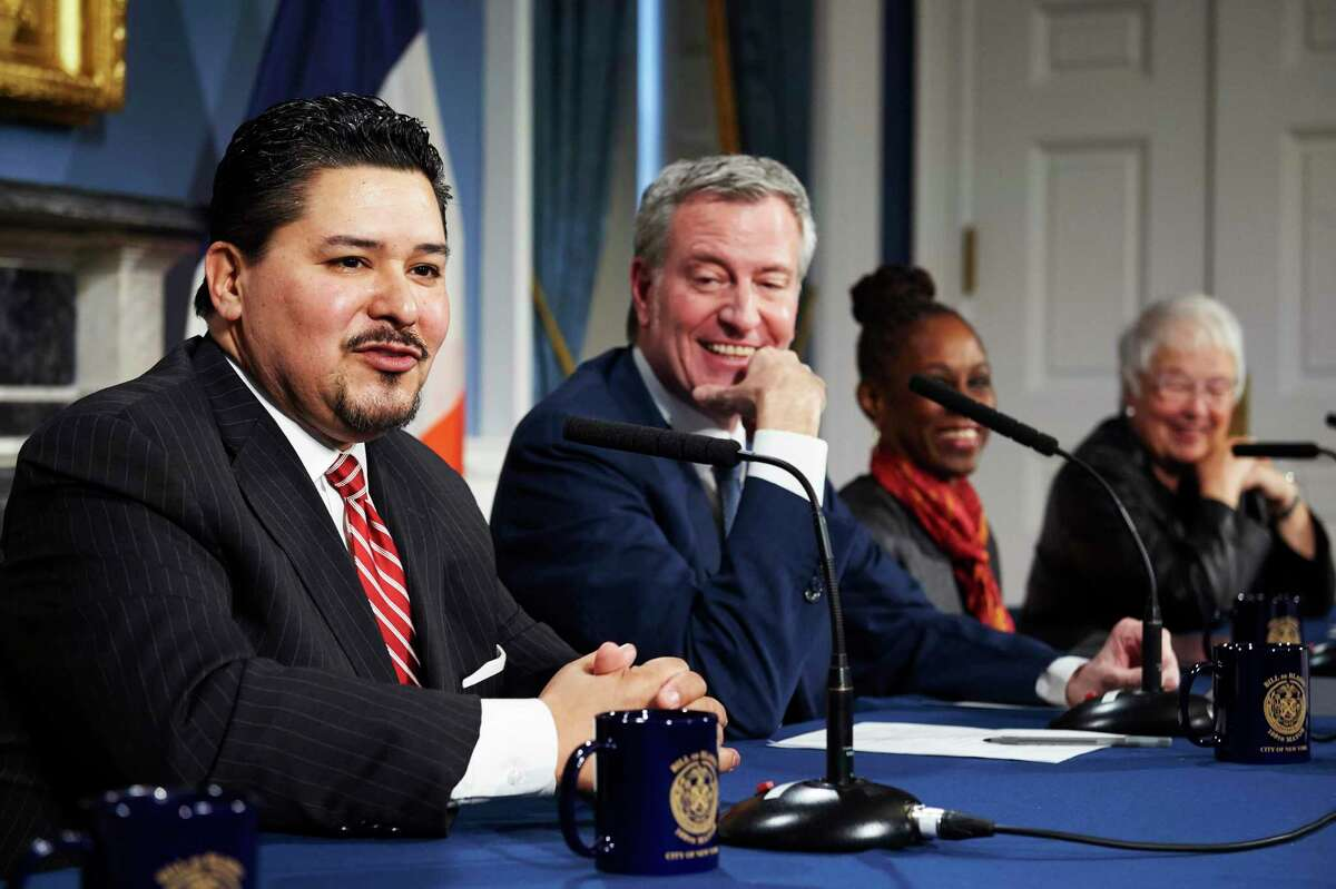 New York City Schools Chancellor Richard Carranza, left, and New York City Mayor Bill de Blasio are pictured in 2018 at a news conference announcing the Carranza's selection for the top job in the nation's largest school district. (James Keivom / New York Daily News)