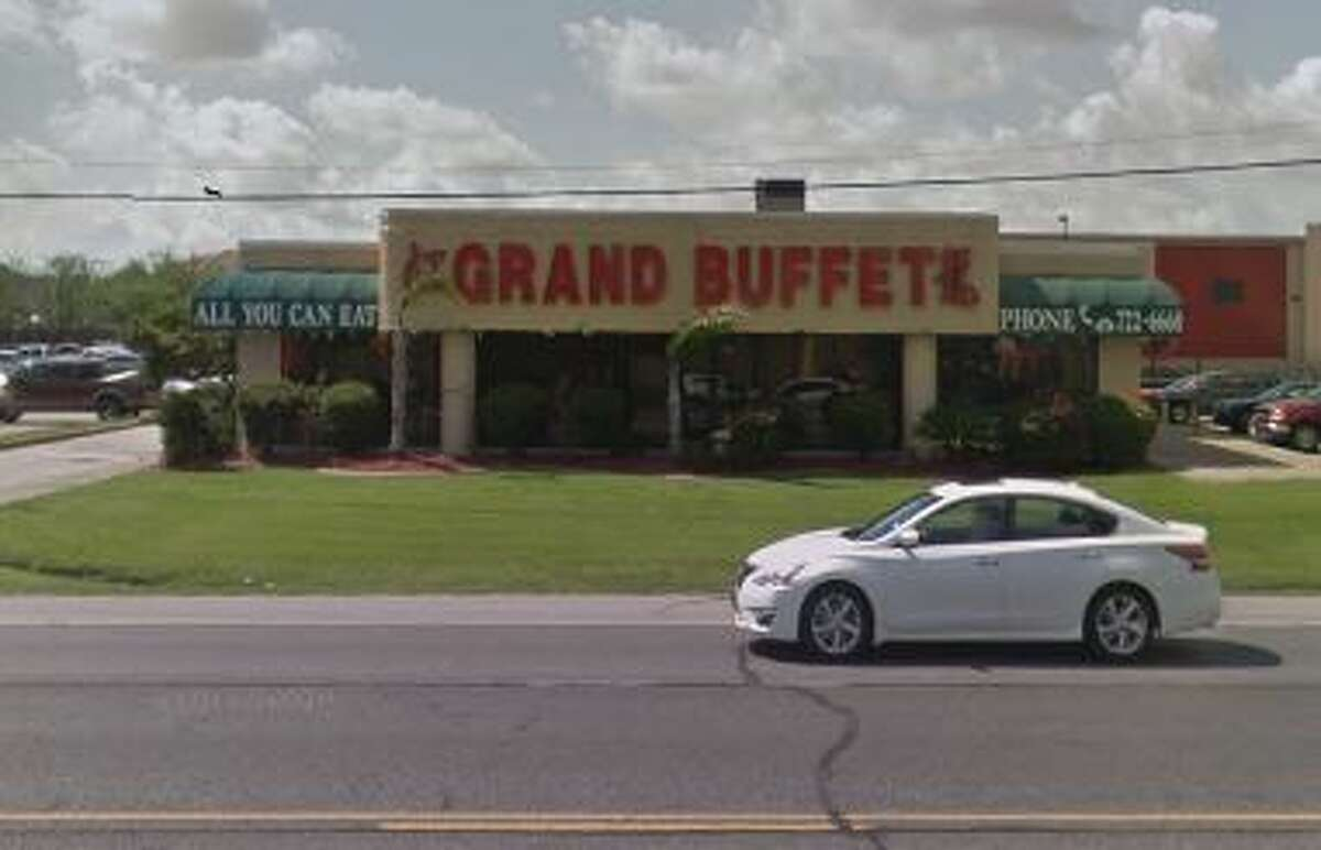 Grand Buffet 2250 Hwy 365 Score:91 Violations: Wet floor in kitchen, no date on food, dirty flooring.