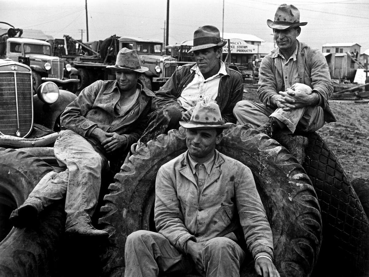 Roustabouts take time off from their job in oil boom town. Freer, Texas. Date: 1937