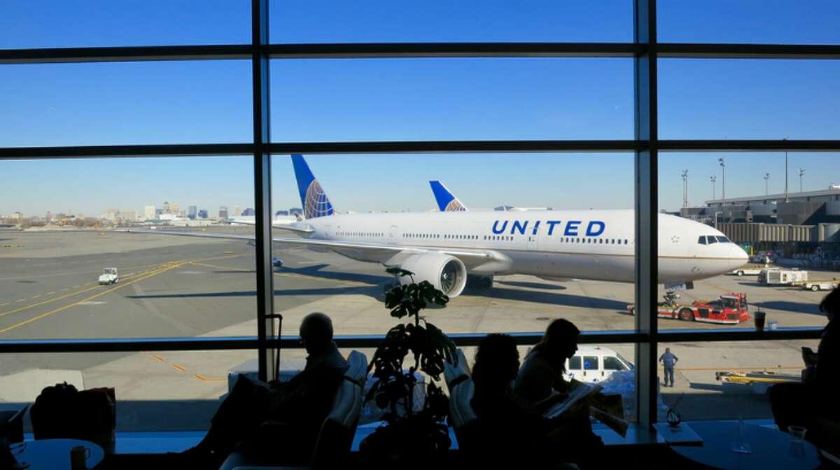 Big United jets at Newark, Terminal C (Photo: Chris McGinnis)
