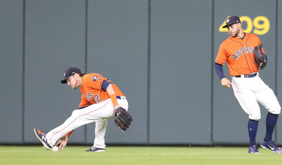 Houston Astros right fielder Josh Reddick (22) gets Texas Rangers catcher Robinson Chirinos (61) ball in the top of the ninth inningat Minute Maid Park on Friday, July 27, 2018 in Houston. Rangers won the game 11-2. Photo: Elizabeth Conley/Houston Chronicle
