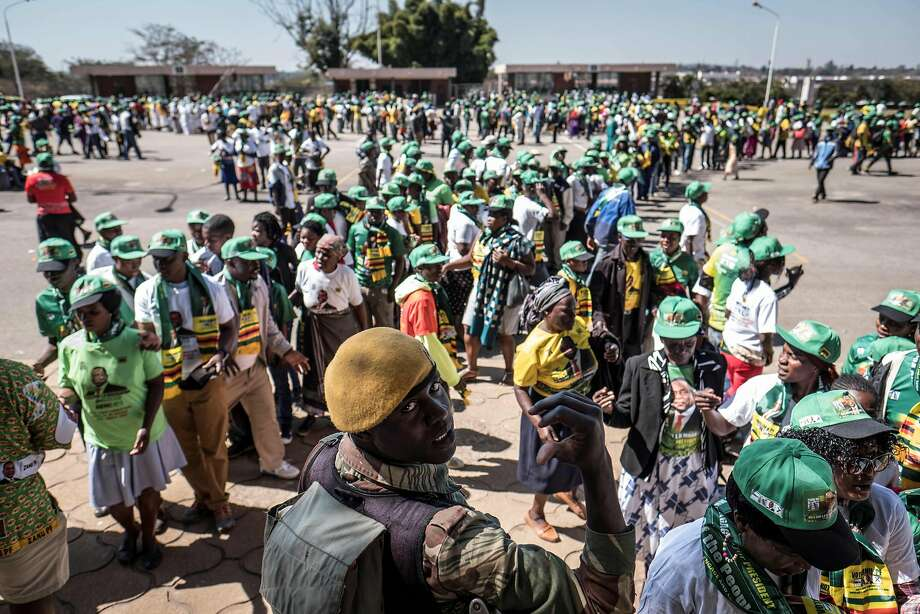 candidates in zimbabwe hold final rallies before historic election