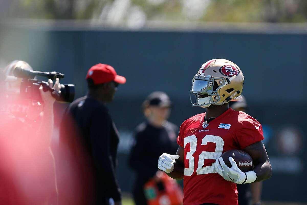 49ers running back Joe Williams practices during training camp at Levi's Stadium on Thursday, July 26, 2018 in Santa Clara, Calif.