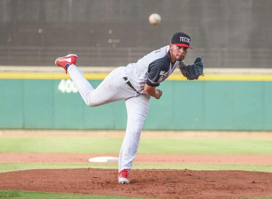 Laredo College alumnus Chris Rocha tossed 5.2 scoreless innings leading the Tecolotes Dos Laredos to a 4-0 shutout over Sultanes de Monterrey Saturday night at Uni-Trade Stadium. Photo: Danny Zaragoza /Laredo Morning Times