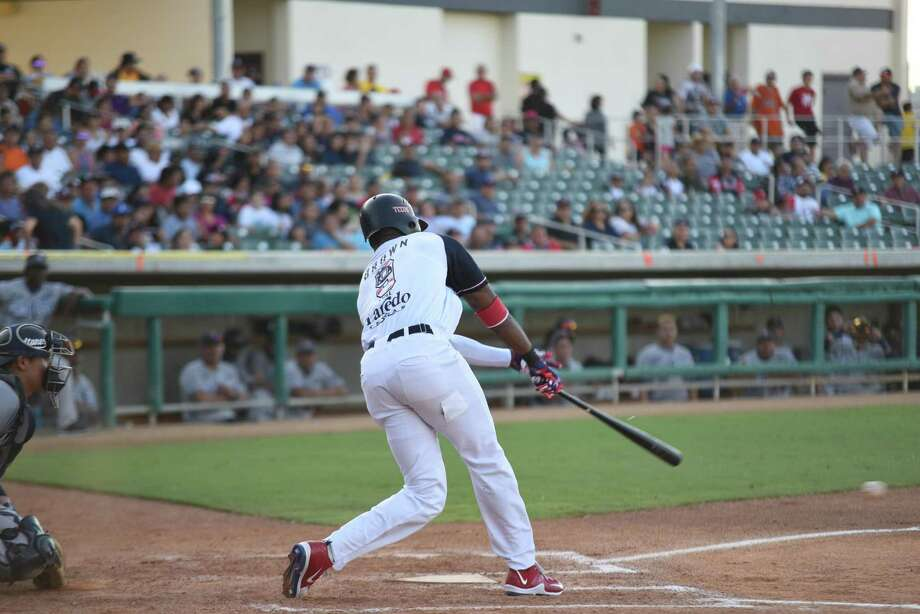 Domonic Brown and the Tecolotes Dos Laredos scored nine runs in the sixth inning Sunday, but they were held to seven runs over 30 innings the rest of the series against Sultanes de Monterrey. Photo: Christian Alejandro Ocampo /Laredo Morning Times / Laredo Morning Times
