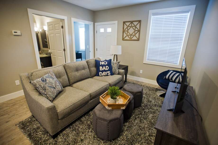 A living room inside a one-bedroom apartment at the new Pathfinder Commons apartment complex, located at 411 Fitzhugh St. between Indian and Buttles. Residents are scheduled to begin moving in Wednesday, August 1, 2018. (Katy Kildee/kkildee@mdn.net) Photo: (Katy Kildee/kkildee@mdn.net)