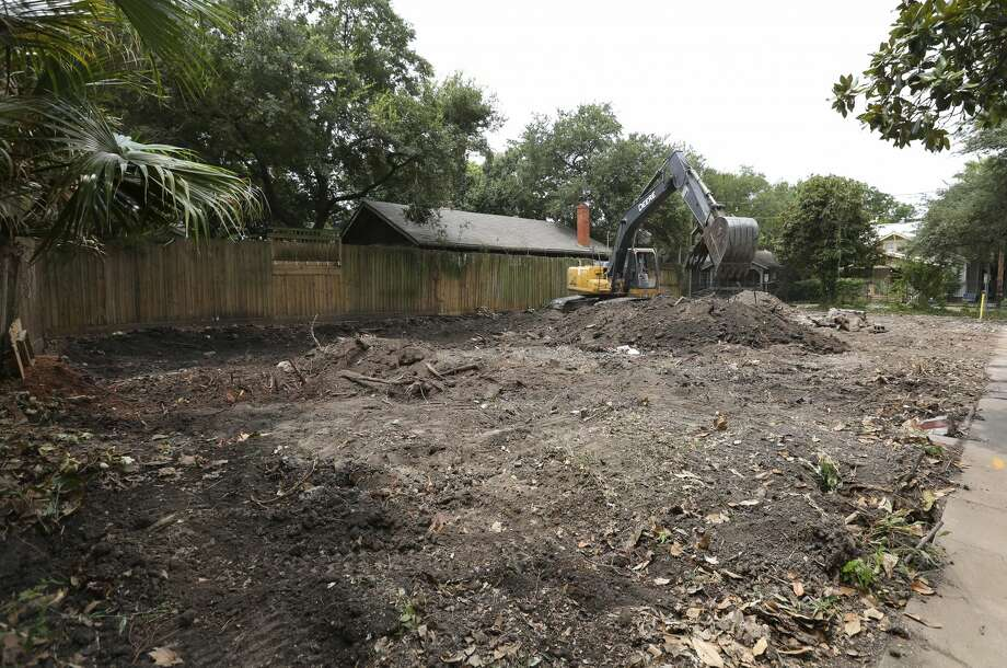 An excavator works on the ground where an old duplex on Hyde Park Boulevard was demolished on Monday, July 30, 2018, in Houston. The residential compound long-rumored to have housed Clark Gable for a stint in the 1920s. ( Yi-Chin Lee / Houston Chronicle ) Photo: Yi-Chin Lee/Houston Chronicle