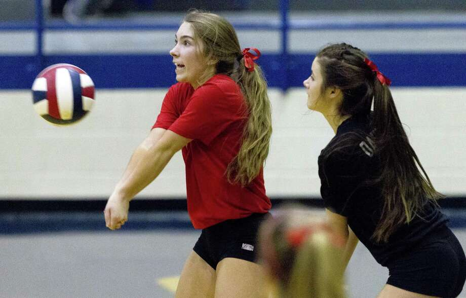 In this file photo, Oak Ridge defensive specialist Ashlyn Cianciulli (4) returns a serve during the third set of a Region II-6A area volleyball match at Corsicana High School, Friday, Nov. 3, 2017, in Corsicana. Photo: Jason Fochtman, Staff Photographer / Houston Chronicle / © 2017 Houston Chronicle