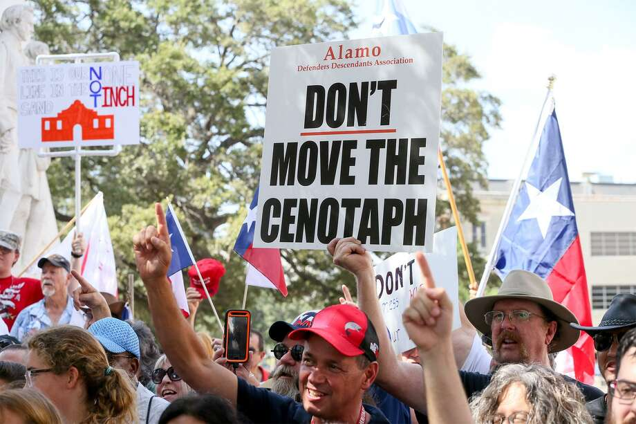 People display signs and flags during a rally opposing relocation of the Cenotaph in Alamo Plaza hosted by the Alamo Defenders Descendants Association on Saturday, July 28, 2018. Photo: Marvin Pfeiffer /Staff Photographer / Express-News 2018