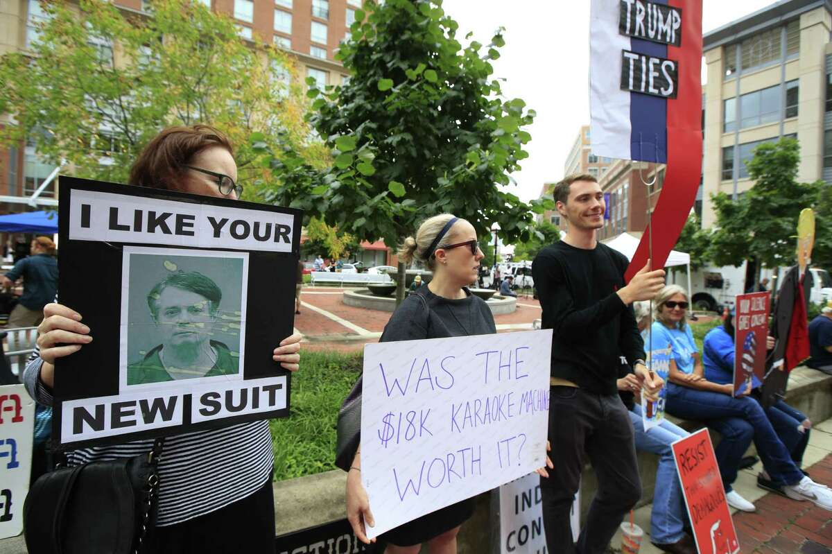 Protesters are gathered in front of the Alexandria Federal Court in Alexandria, Va., Tuesday, July 31, 2018, on day one of Paul Manafort's trial. (AP Photo/Manuel Balce Ceneta)