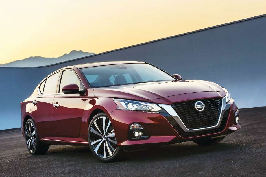 The all-new Altima takes its inspiration from the award-winning Nissan Vmotion 2.0 concept, which debuted at the 2017 North American International Auto Show in Detroit. Like the show car, the production Altima attracts immediate attention with its athletic stance and proportions - lower, wider and more dynamic than previous generations, thanks in part to new platform packaging and the use of two new low-profile engine designs. Photo: Nissan / ©2018 Nissan