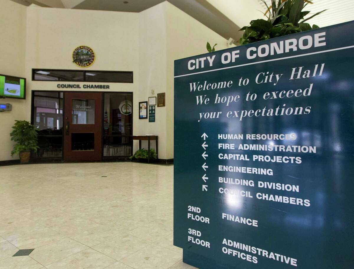 A reported bomb threat on Conroe City Hall on Tuesday morning led some of the city's downtown area to be cleared out and to the arrest of a man who has allegedly caused past disturbances.