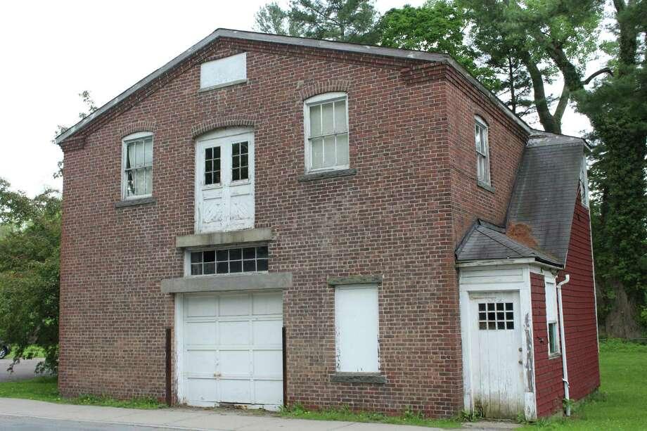 Mead Park Brick Barn garage on Richmond Hill Road. Photo: Humberto J. Rocha / Hearst Connecticut Media / New Canaan News
