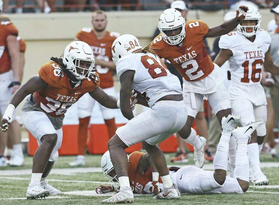 Linebacker Demarco Boyd (36) moves in on Lil'Jordan Humphrey with Kris Boyd (2) following at the UT Orange-White Spring Game at DKR Stadium on April 21, 2018. Photo: Tom Reel, Staff / San Antonio Express-News / 2017 SAN ANTONIO EXPRESS-NEWS