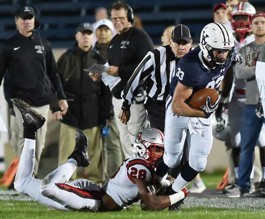 Yale running back Zane Dudek has been named to the 2018 STATS FCS Pre-Season All-America second team. Photo: Catherine Avalone / Hearst Connecticut Media / New Haven Register