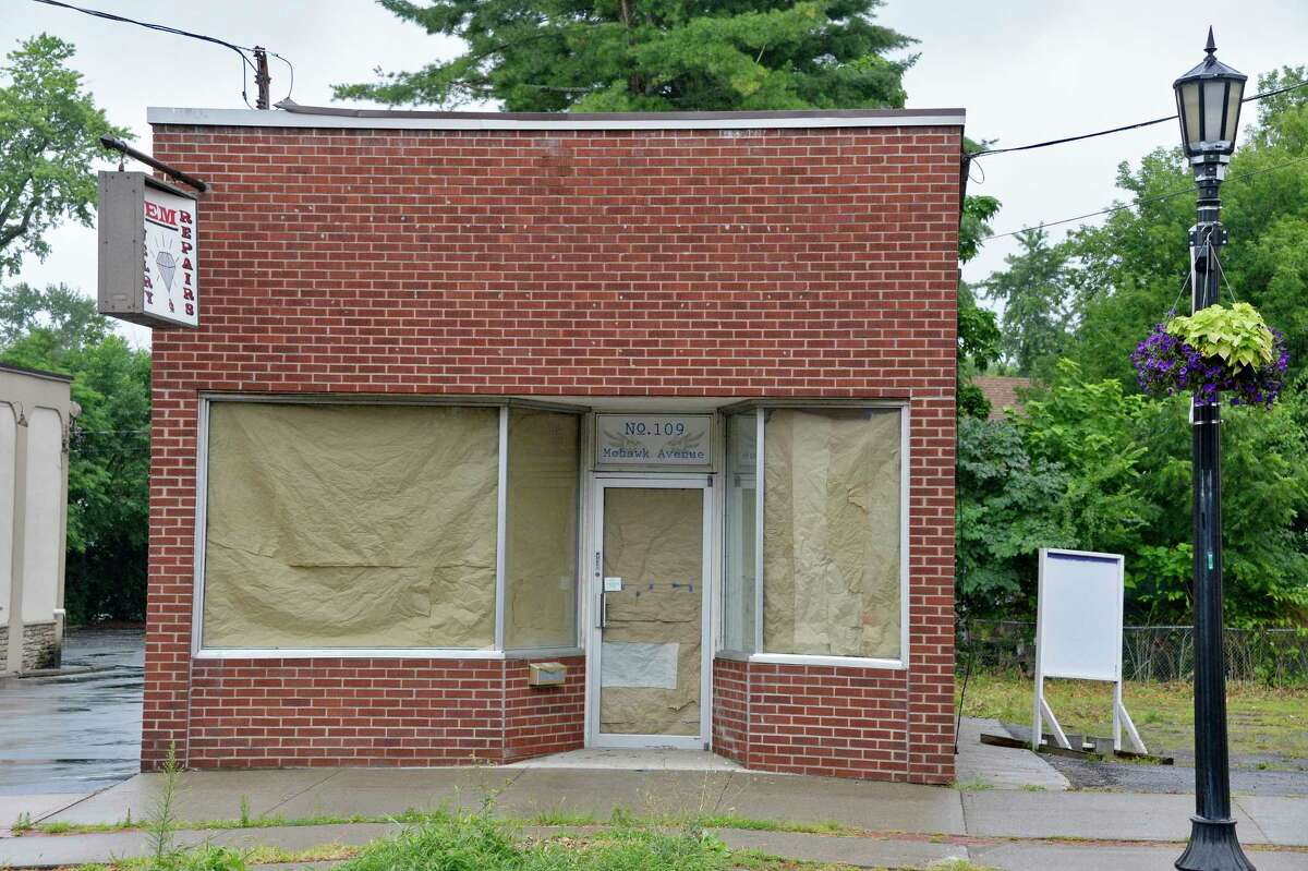 Store at 109 Mohawk Avenue may become Storied Coffee, a coffee and tea shop, Wednesday August 1, 2018 in Scotia, NY. (John Carl D'Annibale/Times Union)