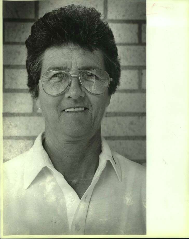 Former Jefferson girls volleyball coach Dolores Dyer compiled a 410-80 record and won 13 district championships. Photo: Staff File Photo / San Antonio Express-News