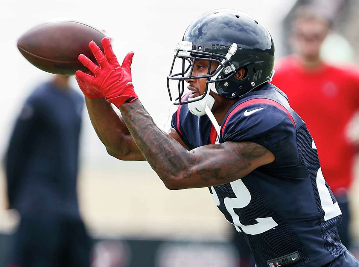 PHOTOS: Texans in wild-card game Houston Texans defensive back Aaron Colvin (22) reaches out to make a catch while running a drill during training camp at the Greenbrier Sports Performance Center on Wednesday, Aug. 1, 2018, in White Sulphur Springs, W.Va. >>>Look back at photos from the Texans' wild-card game against the Colts on Saturday, Jan. 5, 2019 ...
