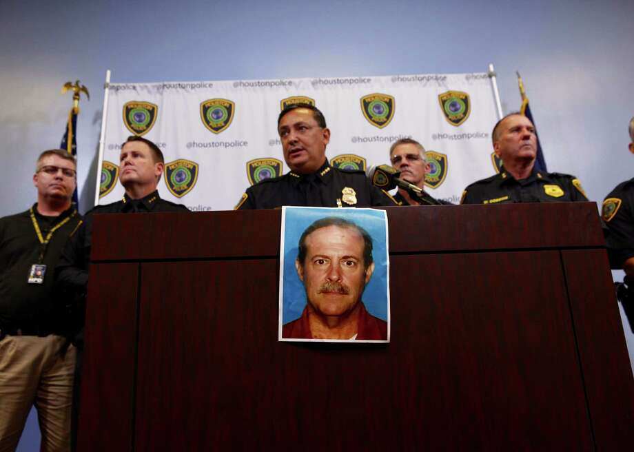 Houston Police Department chief Art Acevedo releases a photo of Joseph James Pappas, the suspect in the murder of Dr. Mark Hausknecht, during a press conference at HPD headquarters Wednesday, Aug. 1, 2018, in Houston. Photo: Mark Mulligan, Houston Chronicle / 2018