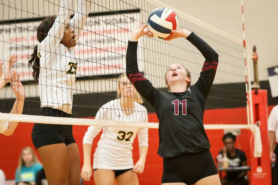 Magnolia's Faith Lynch (11) was selected as Setter of the Year in District 19-5A. Photo: Michael Minasi, Staff Photographer / Houston Chronicle / © 2017 Houston Chronicle