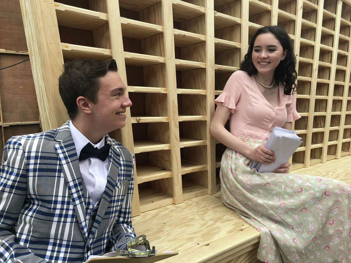 """Jake Goodman and Elizabeth McGovern in """"How to Succeed in Business Without Really Trying"""" at Park Playhouse. Credit: Park Playhouse"""