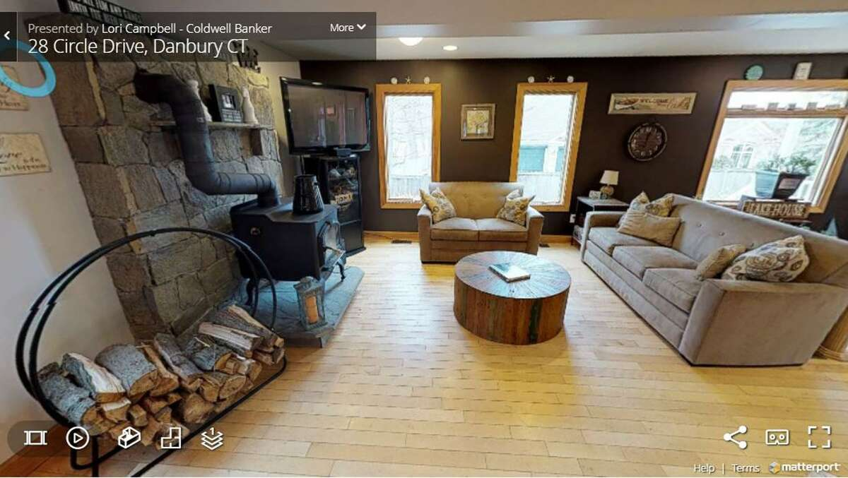 A screen shot from a 3D virtual tour of a home in Danbury, Conn., created by Brookfield Photographer.