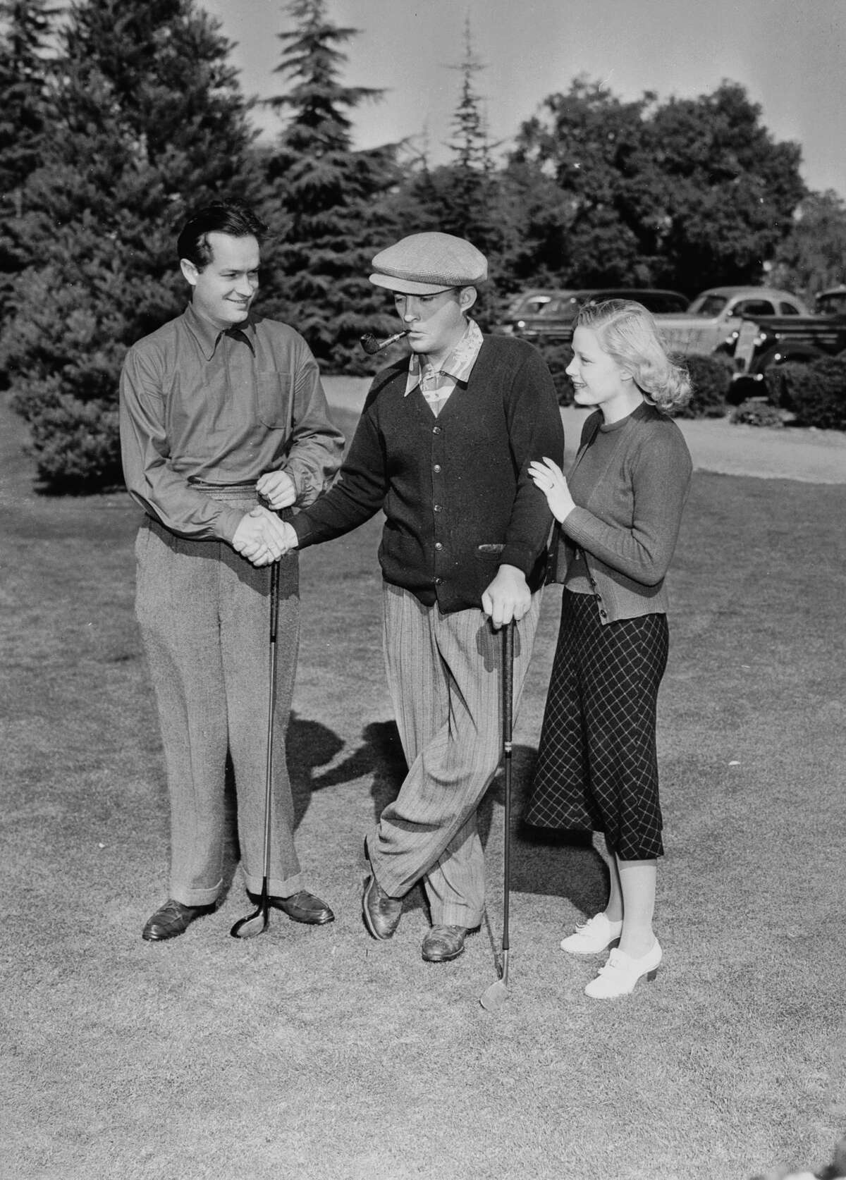 circa 1942: American comedian and actor Bob Hope (1903 - 2003) on the golf course with actress Mary Carlisle and Bing Crosby (1901 - 1977), his co-star in the series of 'Road to...' films. (Photo via John Kobal Foundation/Getty Images)