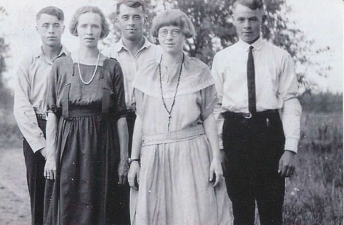 These are the five children of William and Sarah Yeakle. In front from left are Lexie and Coy. In the back from left are Leroy, Merrill and George.