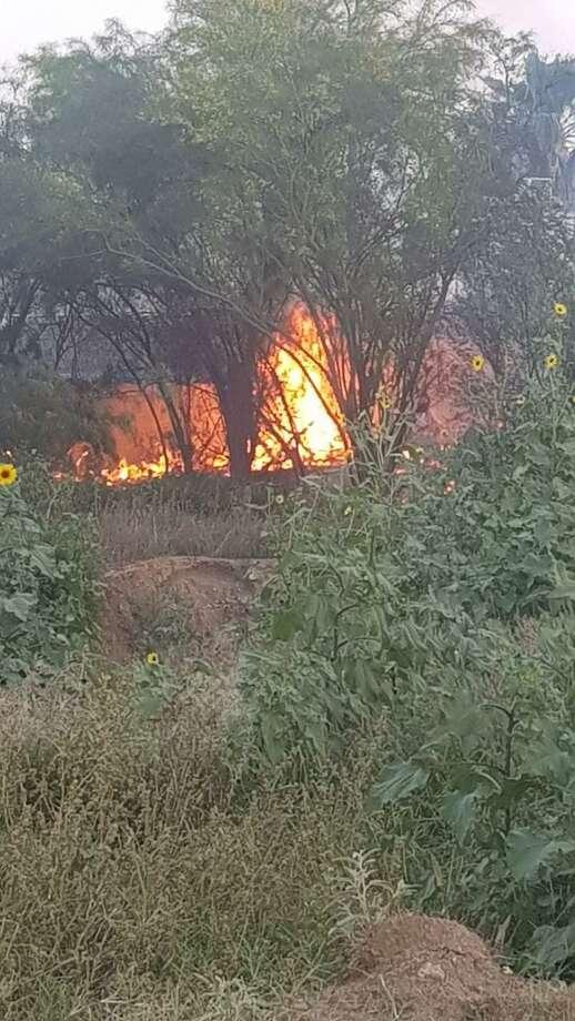 Funcionarios de Nuevo Laredo, México indicaron incendios en zacatales van en aumento pidieron precaución a la ciudadanía antes de intentar apagarlos. Photo: Foto De Cortesía