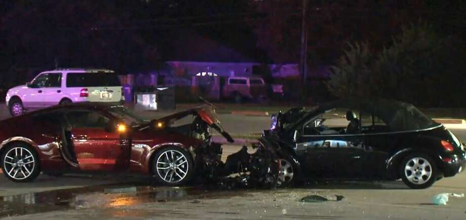Woman dies in head-on crash in South Houston - Houston Chronicle