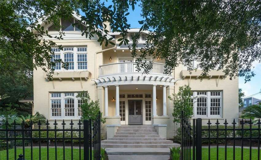 3618 Burlington; Houston, TX 77006 Distance to Toyota Center: 2.3 milesPrice: $1.475 millionSize: 5,890 square feet (See listing here)