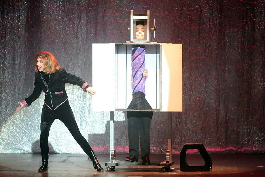 Illusionist Lyn Dillies brings mind-blowing magic to Danbury's Palace  Theatre