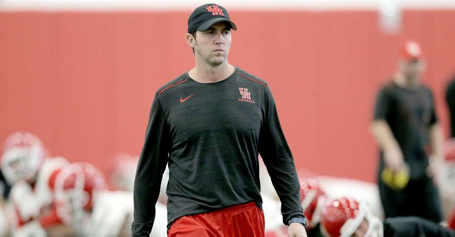 Houston Cougars offensive coordinator and quarterbacks coach Kendal Briles leads practice in the team's new practice facility on Monday, March 5, 2018, in Houston. ( Elizabeth Conley / Houston Chronicle ) Photo: Elizabeth Conley/Houston Chronicle