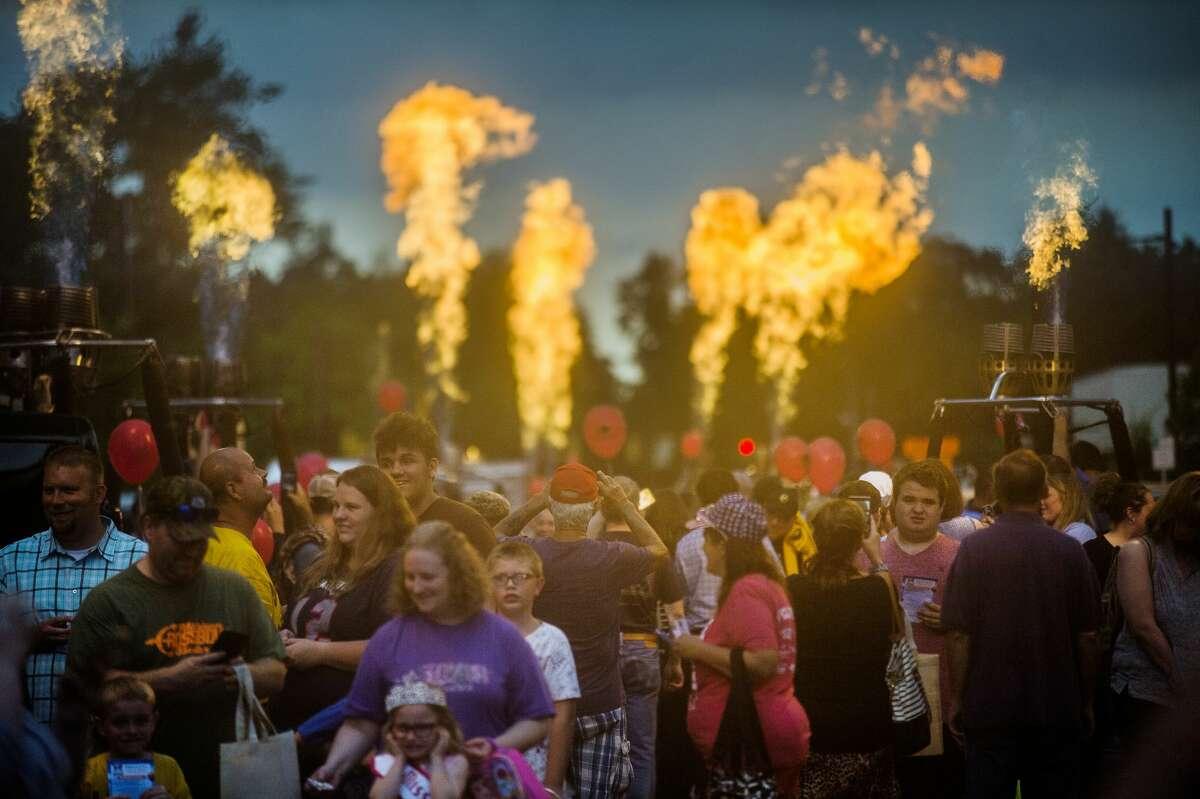 "Crowds stroll down Main Street as hot air balloon pilots light up the sky during the Midland Balloon Festival's annual ""Main Street Glow"" event on Thursday, Aug. 2, 2018. (Katy Kildee/kkildee@mdn.net)"