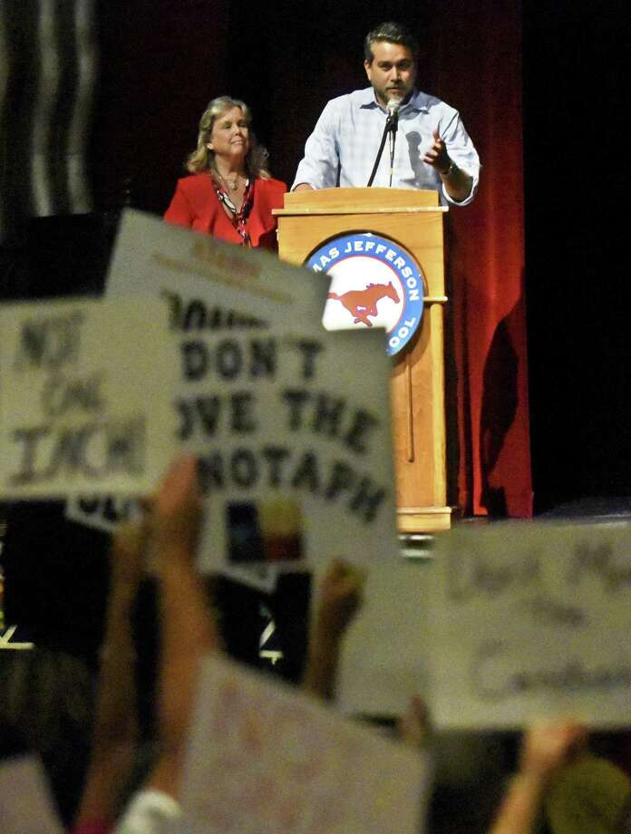 Councilman Robert Trevino and City of San Antonio Archaeologist Kay Hindes listen as people opposed to moving the Cenotaph express themselves during a July 18 meeting at Jefferson High School. Photo: Billy Calzada /Staff Photographer / Billy Calzada