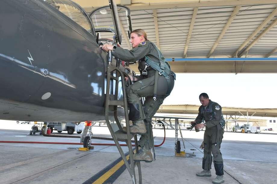 Air Force Lt. Col. Allison Patak climbs aboard her aircraft at the beginning training flight from Joint Base San Antonio Roandolph. Photo: Robin Jerstad, Freelance / San Antonio Express News / ROBERT JERSTAD