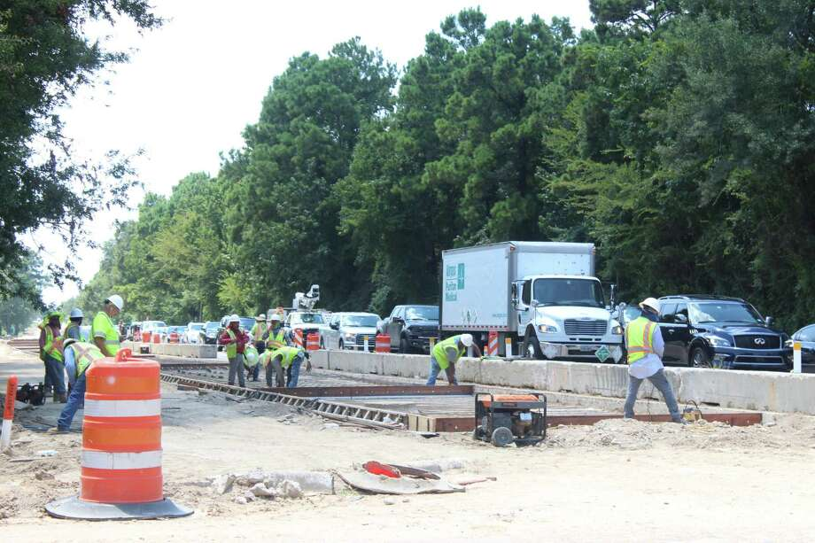 Workers began to pour concrete in the eastbound lanes of The Woodlands Parkway during the week of July 29-Aug.3, officials said. The Woodlands Parkway project, officials said, is still on track to be completed in full no later than April 2019. Photo: Photos By Marialuisa Rincon/The Villager / Photos By Marialuisa Rincon/The Villager