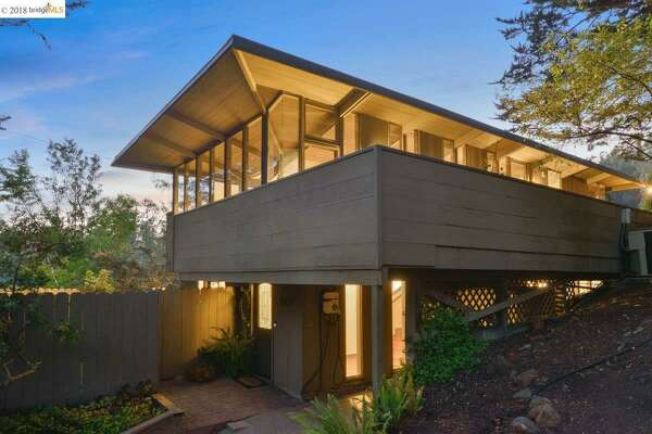 Under $1M is this lovely, preserved Mark Mills mid-century abode in Oakland's Montclair neighborhood.