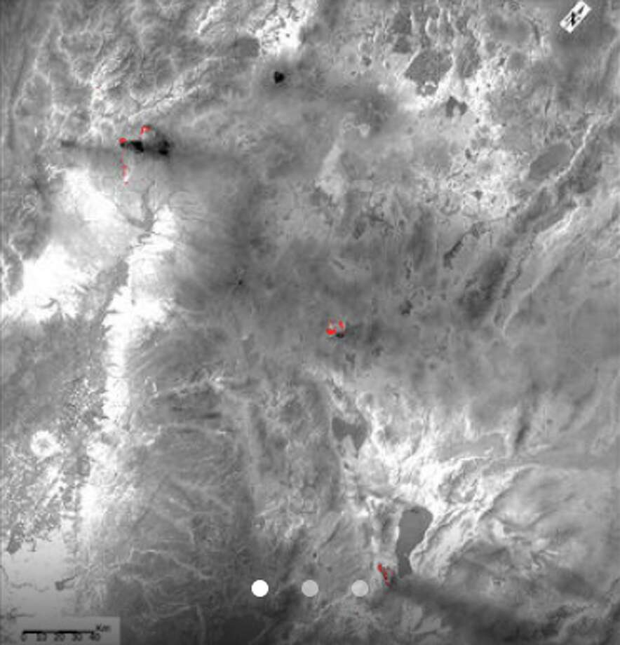 ECOSTRESS image acquired on July 28 shows three wildfires burning in the western US (in red) -- the Carr and Whaleback fires in California, and the Perry Fire in Nevada. Photo:  NASA/JPL-Caltech