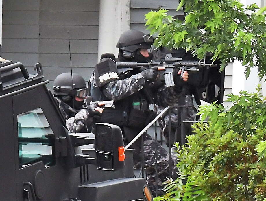 SWAT team members enter 1373 Union Street following the report of a shooting Tuesday July 10, 2018 in Schenectady, NY.  (John Carl D'Annibale/Times Union) Photo: John Carl D'Annibale